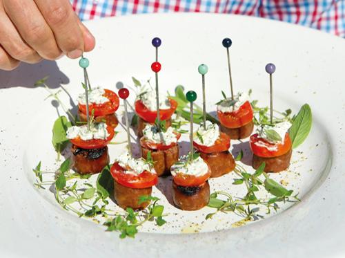 bild av Grillade isterbandstilltugg med färskost, örter & tomat