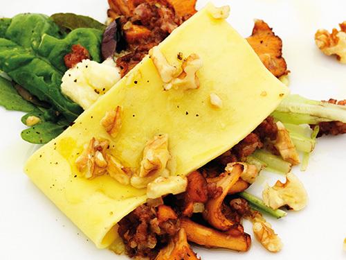 bild av Öppen lasagne med kantareller, spenat & Västerbottenscrème