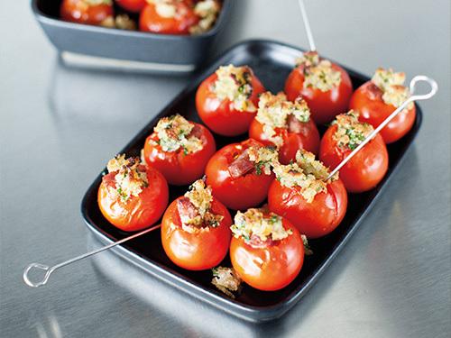 bild av Vitlöksgratinerade tomater med isterbandssmulor