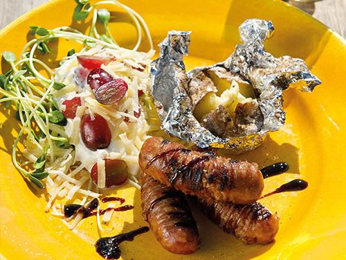 bild av Grillade isterband med bakpotatis & italiensk tzatziki