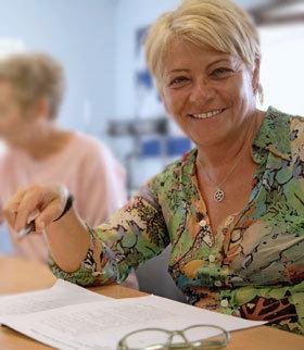 Bild visar kvinna deltagandes på en av våra kurser.