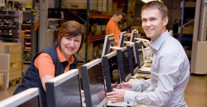 Foto af medarbejdere på fabrikken i Växjö.