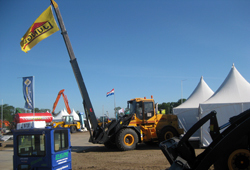 Wheel loader who lifted the Ljungby machine flag.
