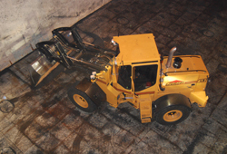 Our small wheel loader L9 is perfect for tight spaces such as ship holds.